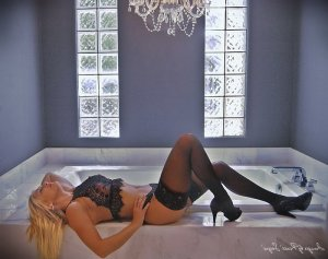 Liselotte erotic massage, escort girl