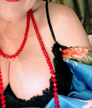 Lallie escort girl and erotic massage