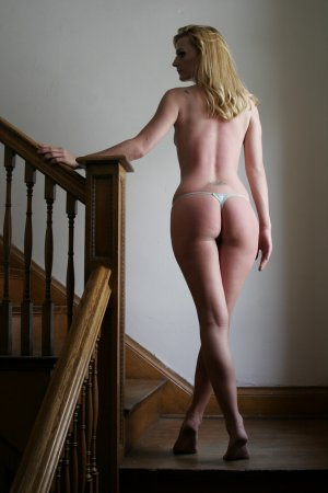 Julitte escort in Wichita KS