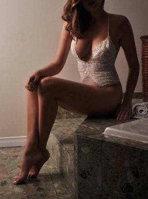 Marnie nuru massage & escort girl