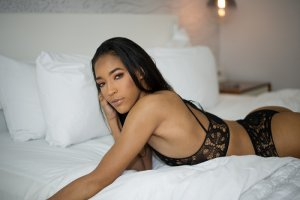 Audrenn nuru massage in Middle Island New York
